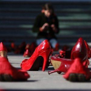 Violenza donne, Codice rosso è legge: indagini sprint e pene più severe. Pd e Leu astenuti