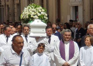 Vittoria, lo strazio collettivo: Simone D'Antonio muore durante il funerale di Alessio. In chiesa tutti piangono