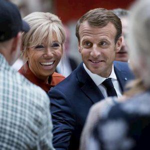 Brigitte Macron si è sottoposta ad intervento di chirurgia plastica