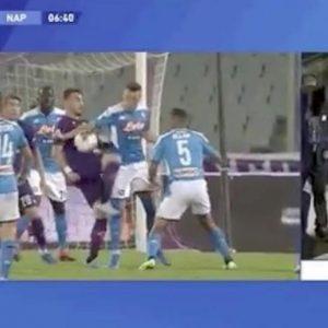 Rigore Fiorentina Napoli var Zielinski braccio Castrovilli