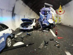 Chiavari, Tir travolge 2 poliziotti della Stradale e un addetto di Autostrade sulla A12