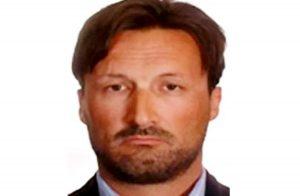 Mark Acklom accusato di truffa