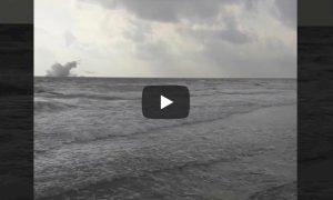 Spagna, jet militare precipita in mare durante volo di addestramento: morto il pilota VIDEO