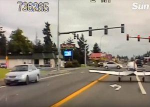 aereo costretto ad atterrare sulla strada