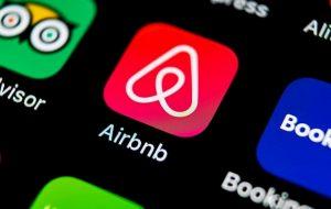 """San Severo, coppia gay prenota casa su Airbnb. L'host risponde: """"Accettiamo solo uomo e donna"""""""