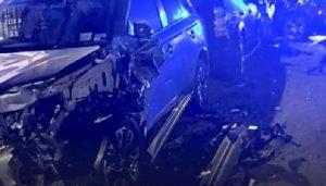 Londra, distrugge 11 auto di lusso in sosta