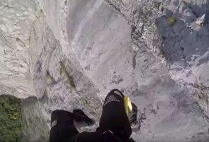 YOUTUBE Base jumper si schianta contro la parete del Monte Brento. Salvo per miracolo