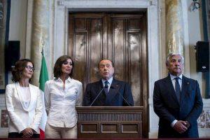 """Berlusconi: """"La Lega ha consegnato l'Italia alla sinistra"""""""