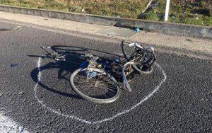Cervia (Ravenna): travolge e uccide un ciclista di 25 anni, poi scappa