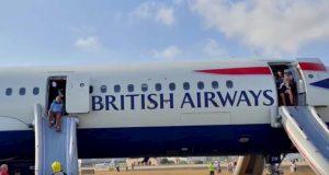 L'aereo della British Airways costretto all'atterraggio d'emergenza