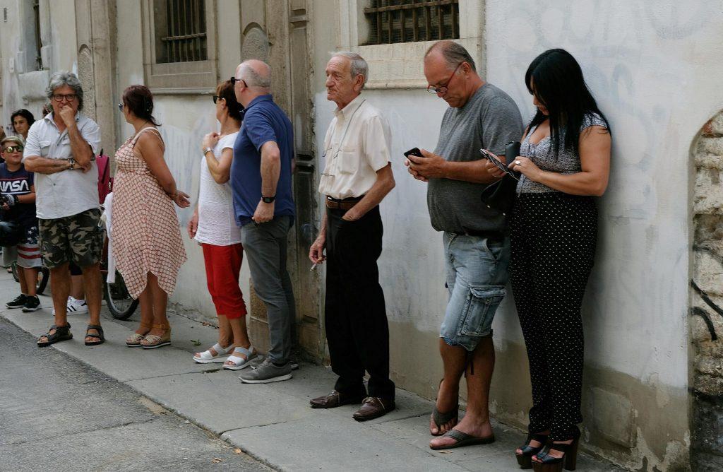 gente in fila camera ardente nadia toffa