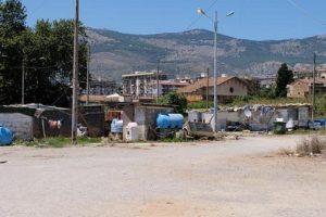 Caerano San Marco, sindaco chiede ai nomadi di lasciare il campo. Pestato a sangue