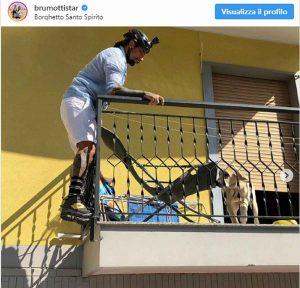 brumotti salva cane sotto al sole