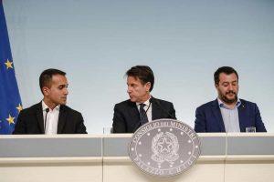 Crisi di governo congelata. Ma, anche sotto vuoto Salvini, puzza ed è tossica.