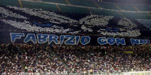 """Curva Nord Inter dedica coreografia a Diabolik, molti tifosi interisti protestano: """"Vergogna"""""""