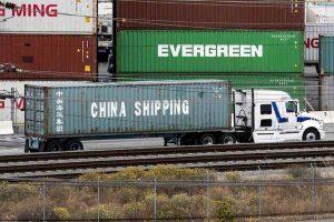 Trump annuncia dazi al 10% su 300 mld di import made in China