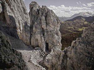 Passo di Valparola, cade dal Sass de Stria: morto 43enne escursionista