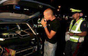 Verona: fermato ubriaco alla guida dell'auto, chiama il padre ma è ubriaco anche lui