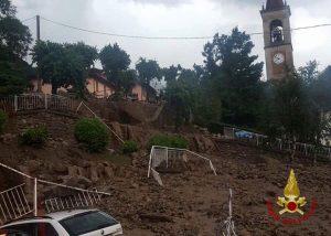 Casargo, esondazioni e frane per il maltempo: 200 persone sfollate, valanga di fango