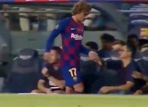 YOUTUBE Messi non saluta Griezmann dopo la sostituzione: malumori al Barcellona?