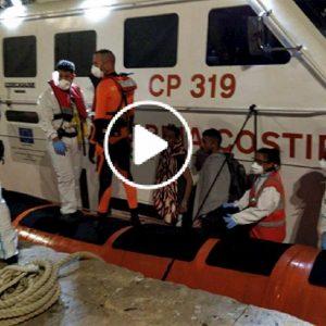Open Arms in mare da 15 giorni: sbarcate altre 4 persone