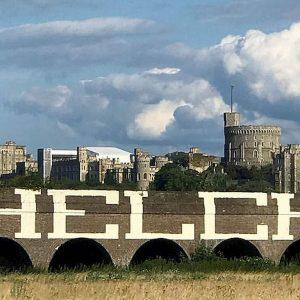 Il graffito che ha fatto irritare la regina Elisabetta
