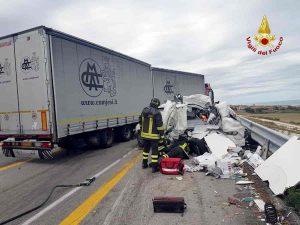 A14, grave incidente tra Cesena Nord e Forlì: un morto, un ferito e lunghe code