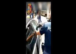 poliziottoi liberano labrador napoli