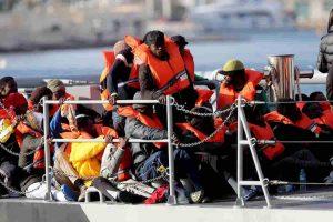 Migranti, Cardinale Arinze (dalla Nigeria): Quanti ne potete accogliere? I soldi non crescono sugi alberi, aiutateli in Africa