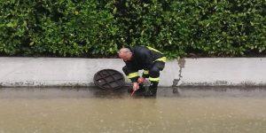 Un vigile del fuoco al lavoro
