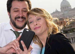 """Meloni difende Salvini per la moto d'acqua della Polizia: """"Ci sta ogni tanto far vedere ai bambini come funzionano quei mezzi"""""""