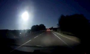Sardegna, meteorite nel cielo tra l'isola e le Baleari: il VIDEO della enorme palla di fuoco
