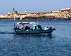 I migranti in arrivo a Lampedusa