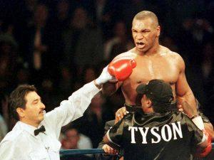 """Mike Tyson racconta il trucco della pipì all'antidoping: """"Usavo i miei figli..."""""""