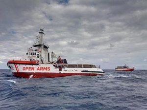 Open Arms: fatti scendere altri 4 migranti per ragioni mediche