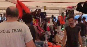 open arms migranti a bordo