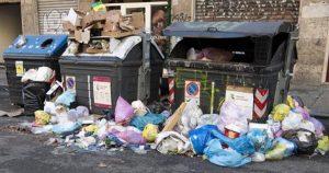 Raggi ordina: obbligo sacchetti trasparenti per i rifiuti. Chi li ha visti?