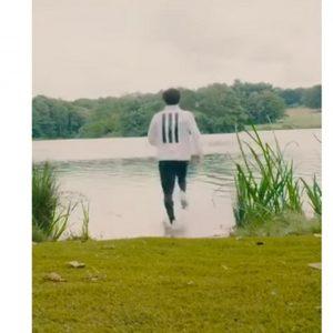 Salah corre... sull'acqua. Il video fa il giro del Web