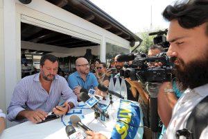 """Salvini insulta Valerio Lo Muzio di Repubblica: """"Vai a fare i video ai bambini, visto che ti piace"""" VIDEO"""