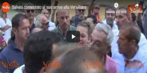 Salvini contestato al suo arrivo alla Versiliana