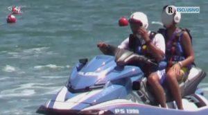 Il figlio di Matteo Salvini sulla moto d'acqua