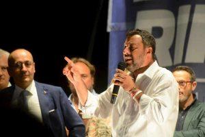 """""""Alzate il culo"""", """"Lo alzi lui"""": Salvini contro M5s, la saga del bon ton VIDEO"""