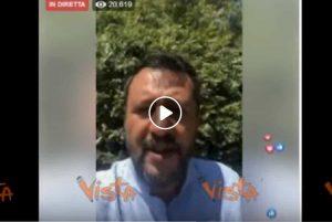 """Matteo Salvini contro Richard Gere: """"Ci dà dei razzisti e si fa le vacanze in barca in Italia"""" VIDEO"""