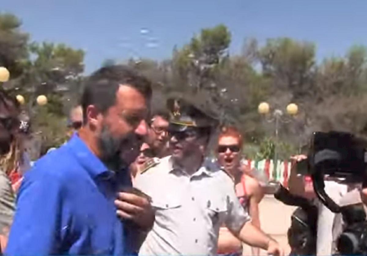 Salvini contestato a Policoro