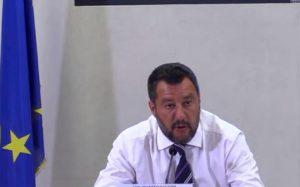 salvini parla in conferenza stampa