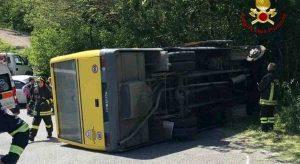 Lo scuolabus dopo l'incidente