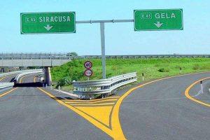 Siracusa-Gela, chiusa corsia autostrada: cadono pezzi di cemento