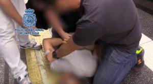 Spagna, filmava sotto le gonne delle donne. Il video dell'arresto.