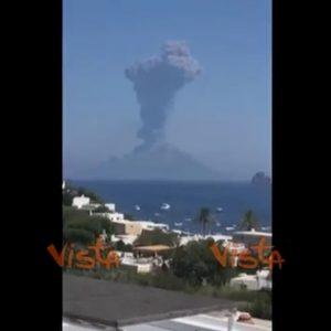 Stromboli, nuova eruzione del vulcano: esplosione più forte di quella di luglio VIDEO