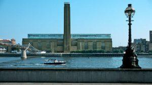 Londra, bimbo precipita da balconata: evacuata la Tate Modern. Arrestato un adolescente
